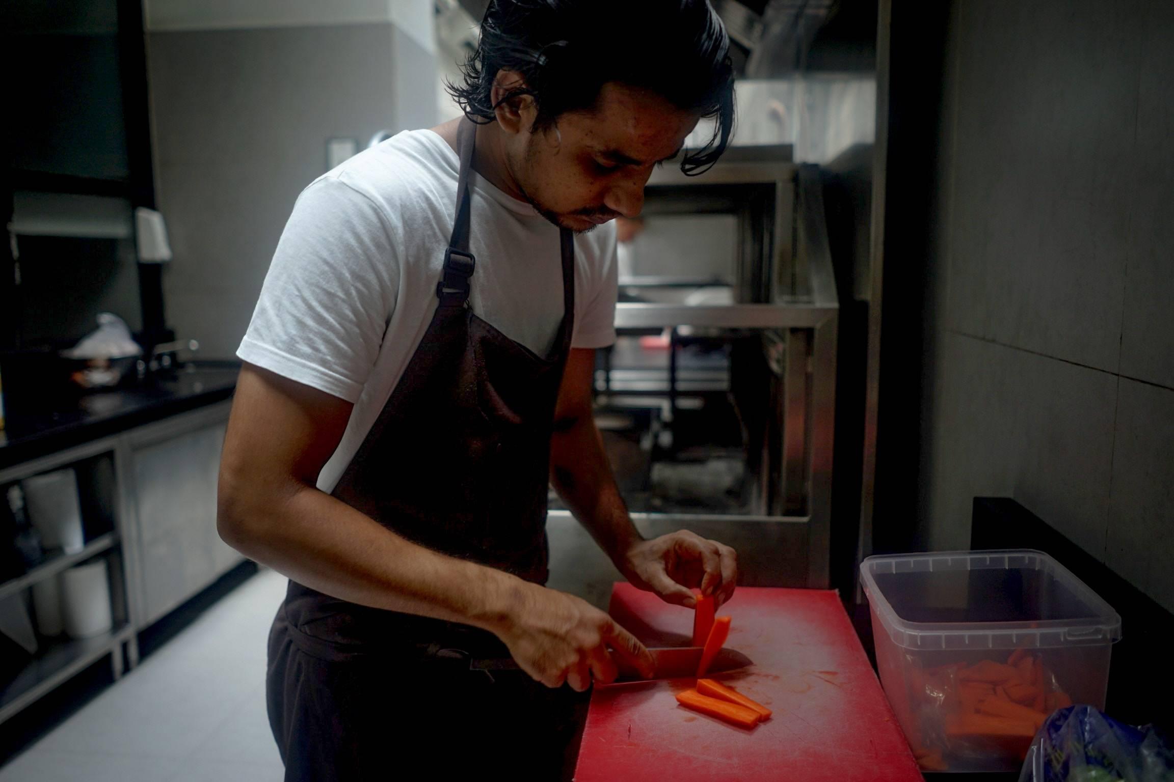 Als hulpkok ben jij in samenwerking met de chef kok en of de souschef verantwoordelijk voor het samenstellen en bereiden van schotels, gerechten en/of maaltijden. Mooi om als hulpkok ook eens een kijkje in een andere keuken te nemen!