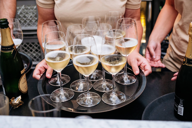 Als evenementen medewerker werk jij op de tofste locaties achter de bar, in de catering of bij de mooiste bruilloften. Wie wil daar nou niet aanwezig zijn?